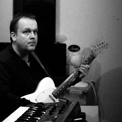Ricky Lucas - guitarist